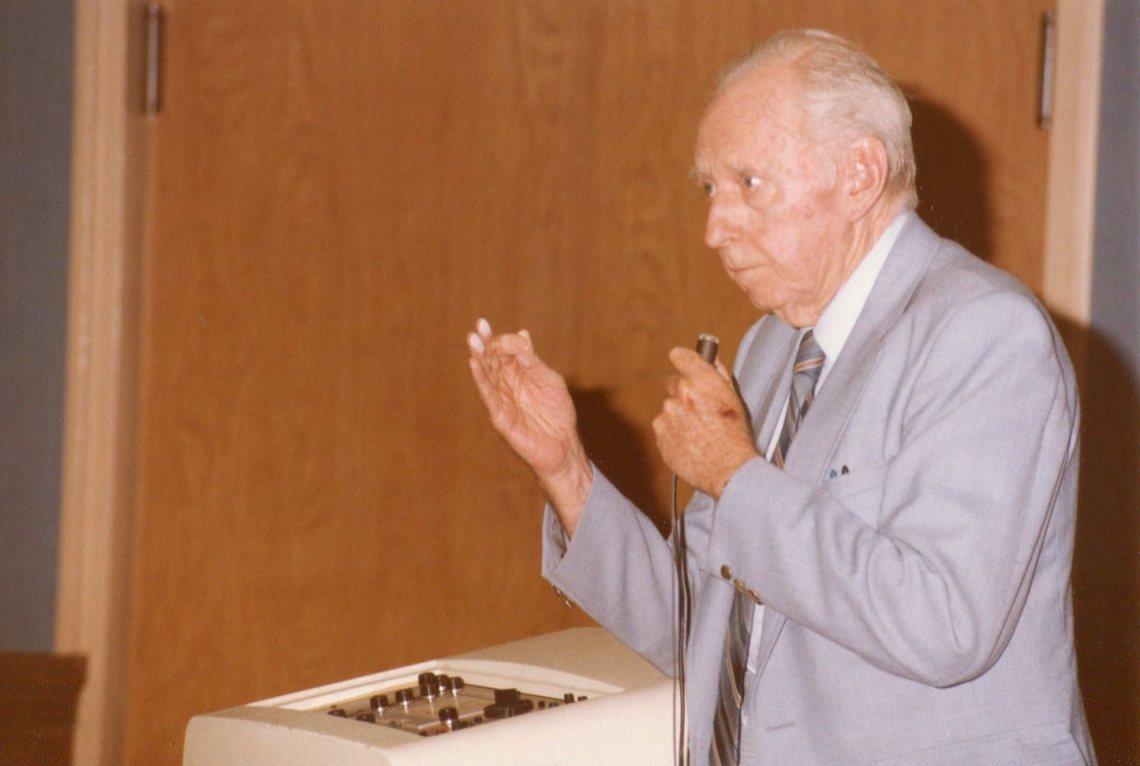 bowen chalk on finger tips